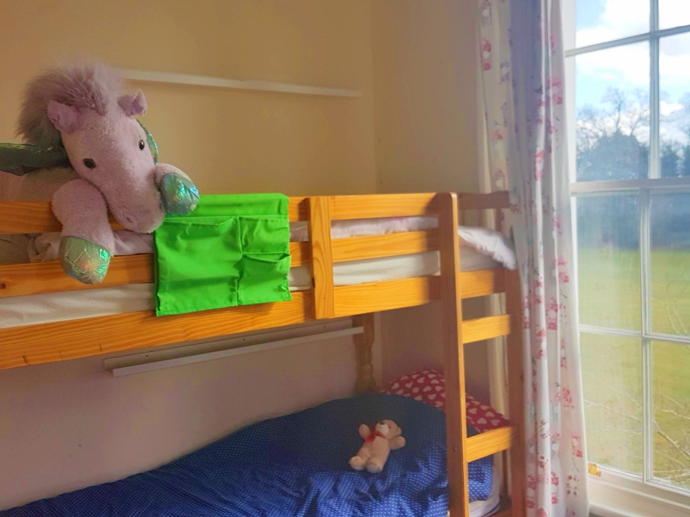 Bunk-bed with unicorn teddy.