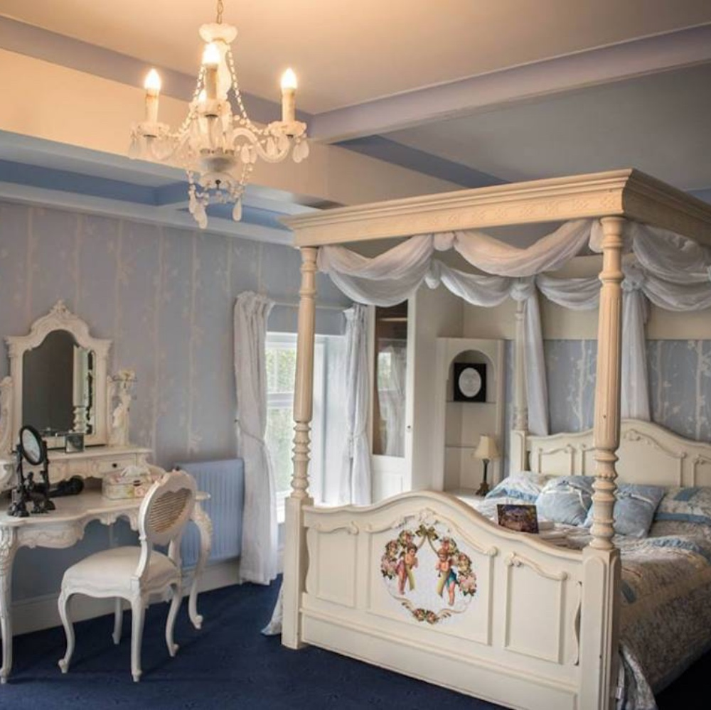 LBB Enchanted Manor Room 2
