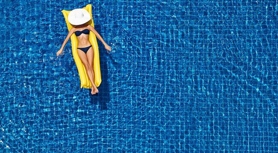 holiday inspo 2019 lady in pool slide